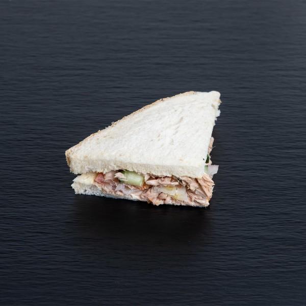 Sandwich mit Tuna und Tomate