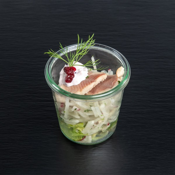 Räucherforelle auf Rettichsalat an Preiselbeer- & Mascarponen-Crème
