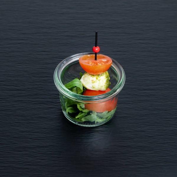 Mini-Tomate-Mozzarella-Spieß mit Pesto Verde