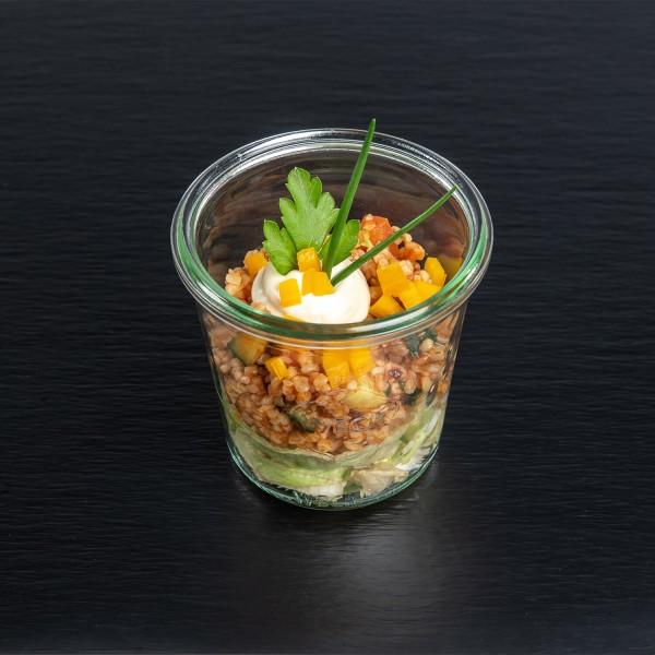 Bulgur-Salat mediteran, mit Tomaten und frischen Kräutern
