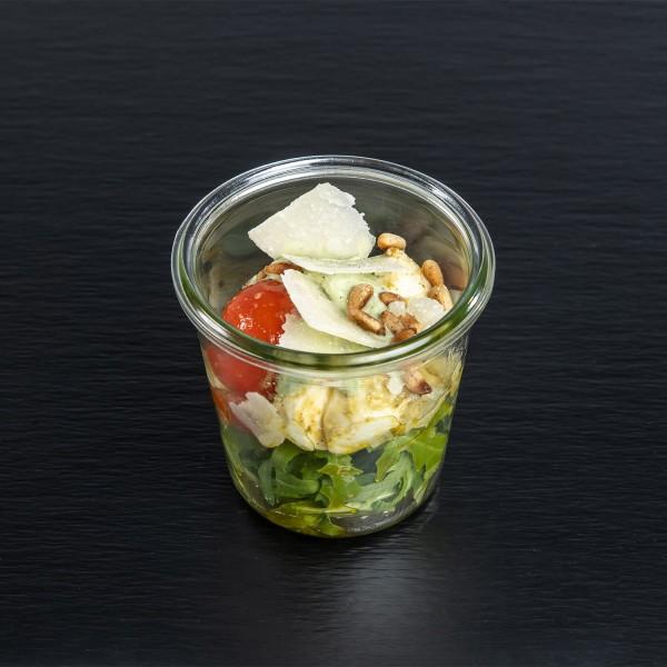Ruccola-Pasta-Salat mit Kirchtomaten & Parmesanspänen