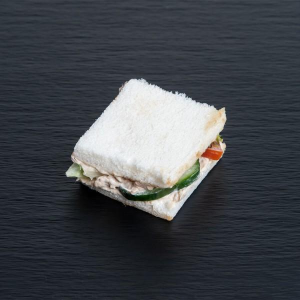 Tramezzini mit Schinken und Käse
