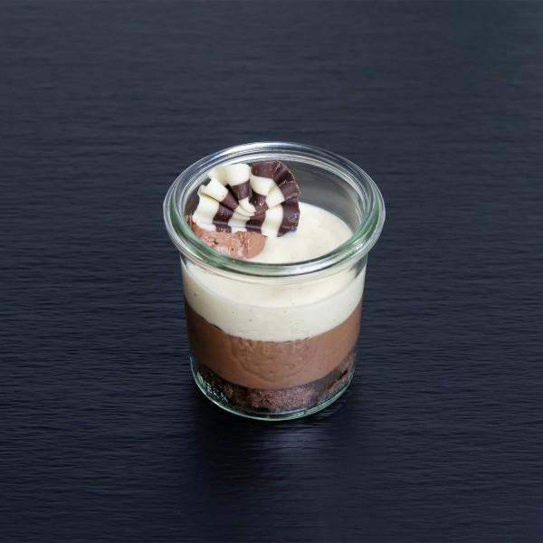 Charlotte au chocolat mit Vanille-Sauce