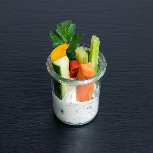 Gemüsesticks mit Kräuter-Crème fraiche
